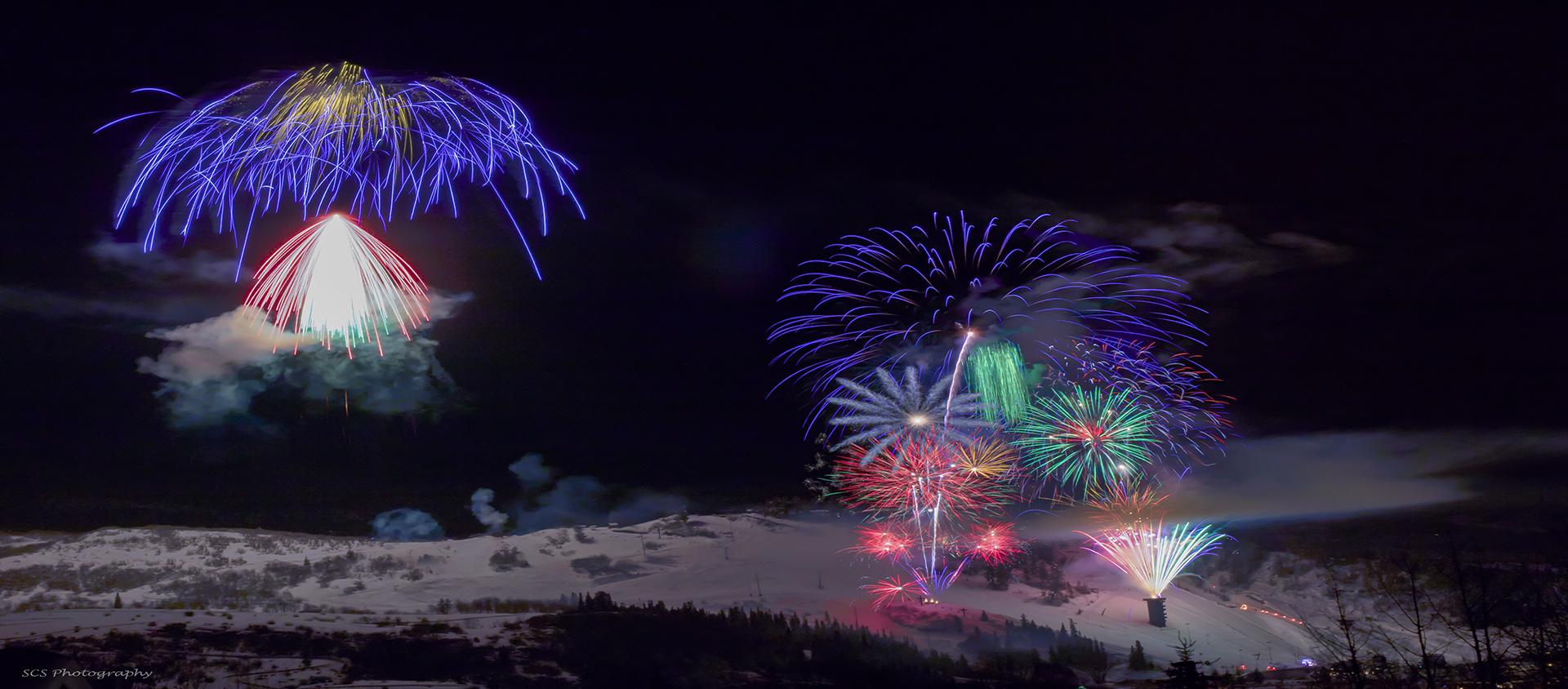 https://www.yvea.com/sites/default/files/revslider/image/fireworks%20layered%20with%20water%20mark.jpg